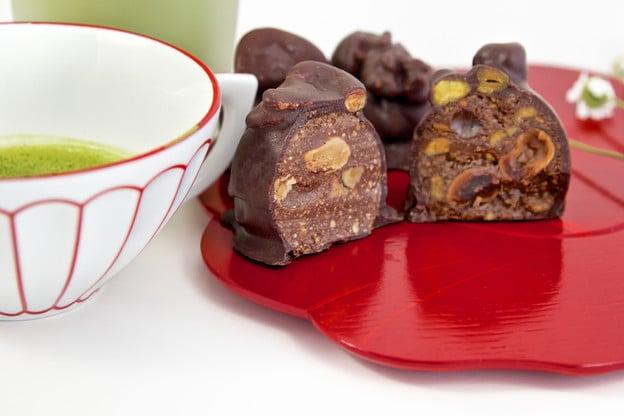 HNINA Gourmet Giveaway - Win a Box of Healthy Vegan Organic Chocolates!