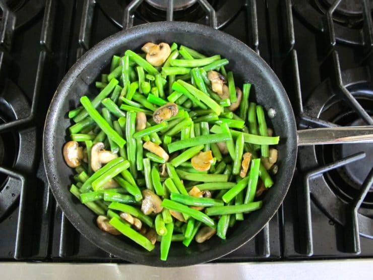 Green beans in a skillet.