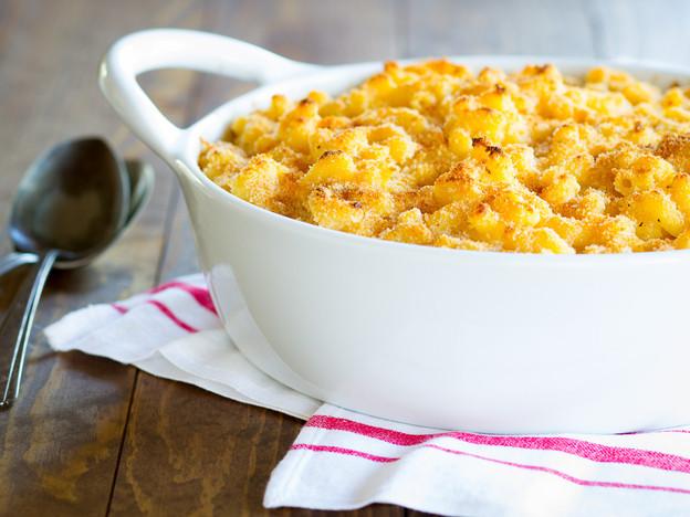 Greek Yogurt Macaroni and Cheese - Lightened-Up Comfort Food! Healthier Vegetarian Mac and Cheese Recipe with a Smoky, Crispy Breadcrumb Topping