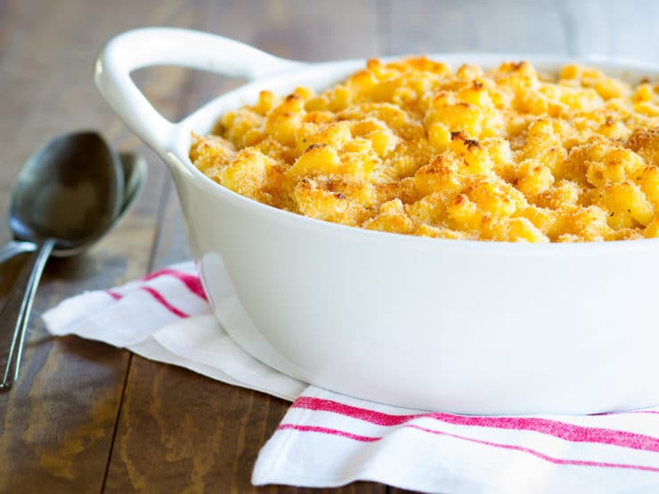 Greek Yogurt Macaroni and Cheese - Lightened-Up Comfort Food! Healthier Vegetarian Mac and Cheese Recipe with a Smoky, Crispy Breadcrumb Topping.