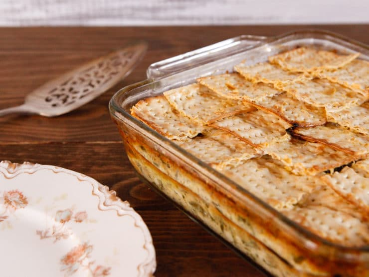 Spinach, Feta & Artichoke Matzo Mina - Greek-Style Sephardic Matzo Casserole Recipe. Vegetarian Passover Seder Entree #PassoverPotluck