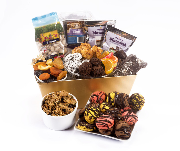 ori's Friday Favorites - Passover Gift Basket from Challah Connection. Comment to win, share for additional chances #passover #giveaway