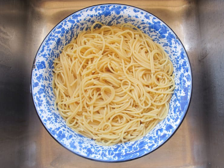Bowl of plain spaghetti.