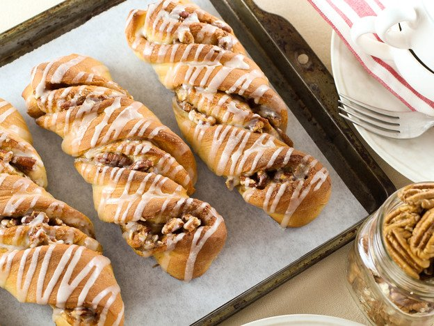 Pecan Rolls – Sweet Yeast Rolls with Pecan Filling and Vanilla Glaze. Time-Tested Family Recipe.