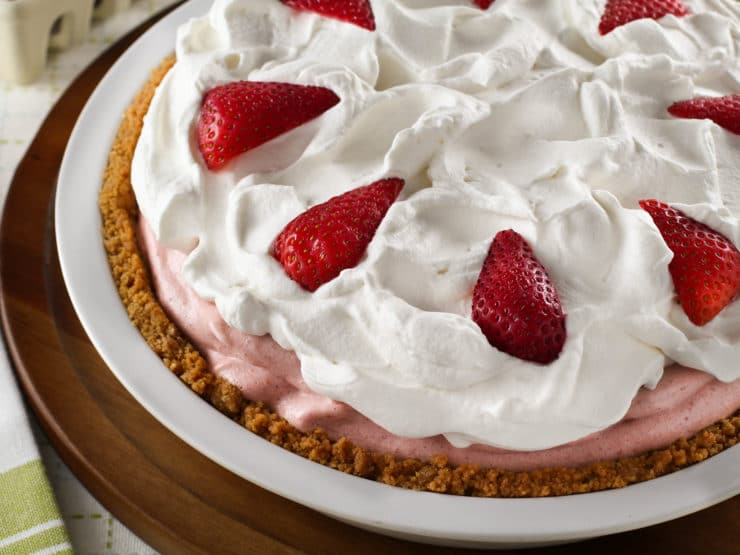 Strawberry Chiffon Pie - Light and Fluffy Strawberry Filling Inside of ...
