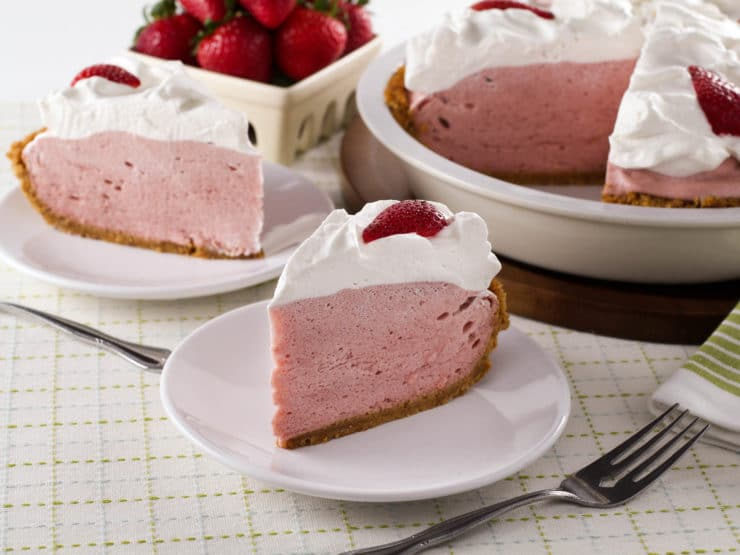 strawberry chiffon pie light and fluffy strawberry filling inside of a ...