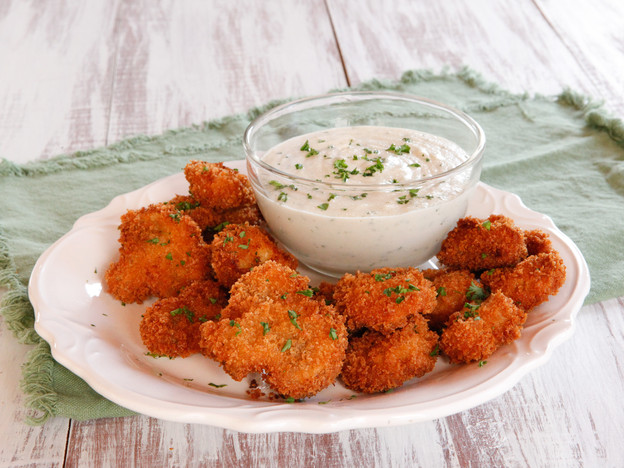 Vegan Buttermilk Panko Fried Mushrooms - Crispy Battered Mushrooms with a Creamy Cashew Dipping Sauce #MeatlessMondayNight