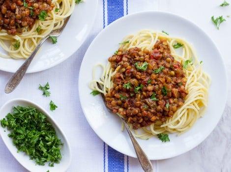 """Vegan Lentil Mushroom Bolognese Sauce – """"Faux""""-lognese"""