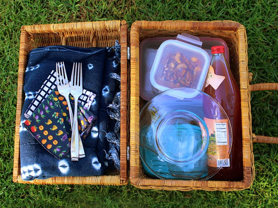 Romantic Summer Picnic Date from ToriAvey.com contributor Brenda Ponnay