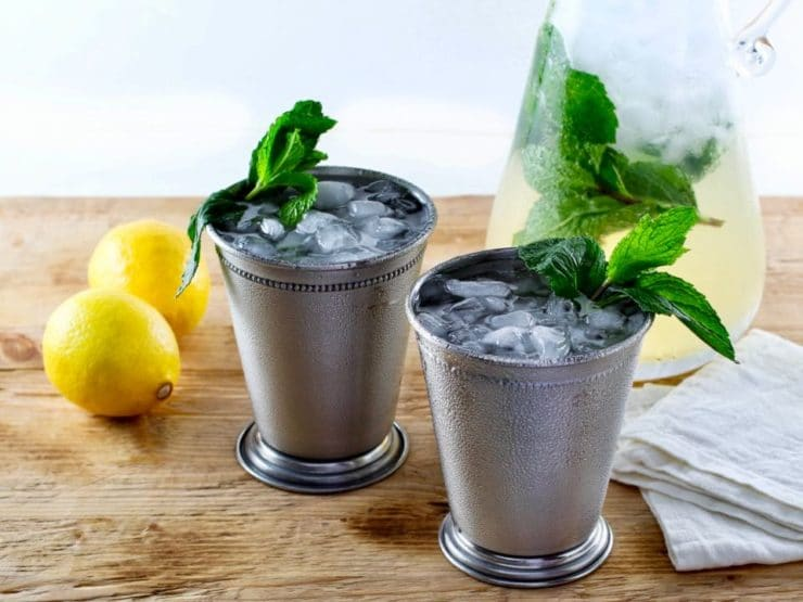 Sparkling Mint Juleps - Sweet, aromatic and refreshing summer cocktail. Bourbon, fresh mint syrup, fresh lemon juice and club soda.