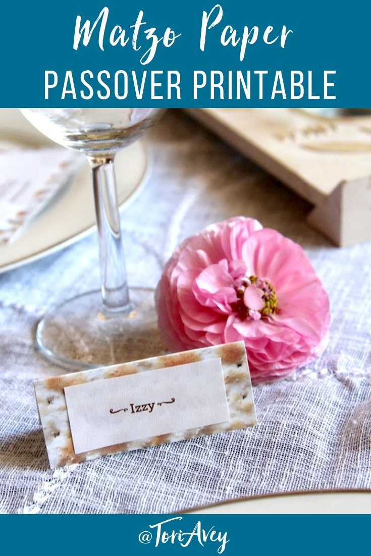 Matzo Paper Seder Craft - Make adorable decorations for your seder table using this free matzo paper printable. | #Passover #seder #tablescape #crafts #papercrafts #Passoverseder #matzo #matza #menu #napkinholders #placesettings #Passovercraft